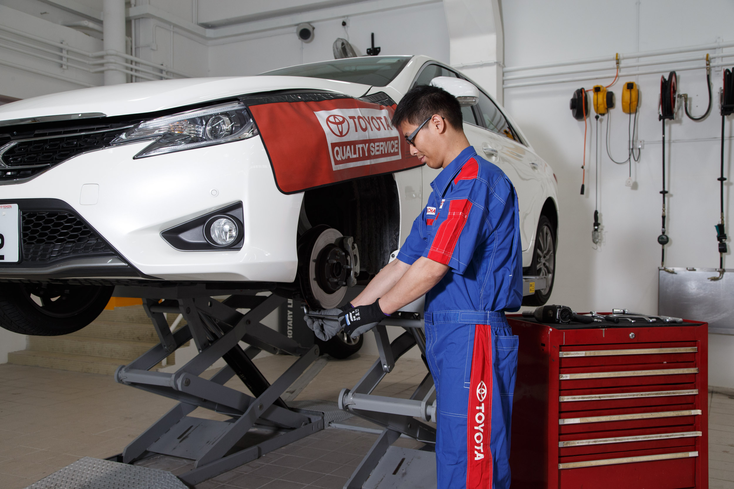 car peggs toyota specialise we centre your accident ltd cropped repair in